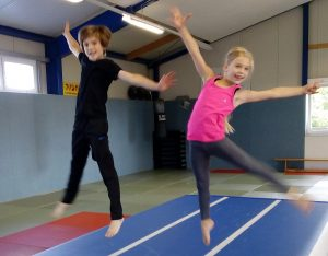 AirTrack-Akrobatik für Kinder
